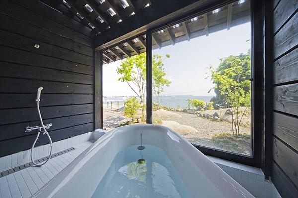 Barn-Style-Home-Design-Modern-Bathroom