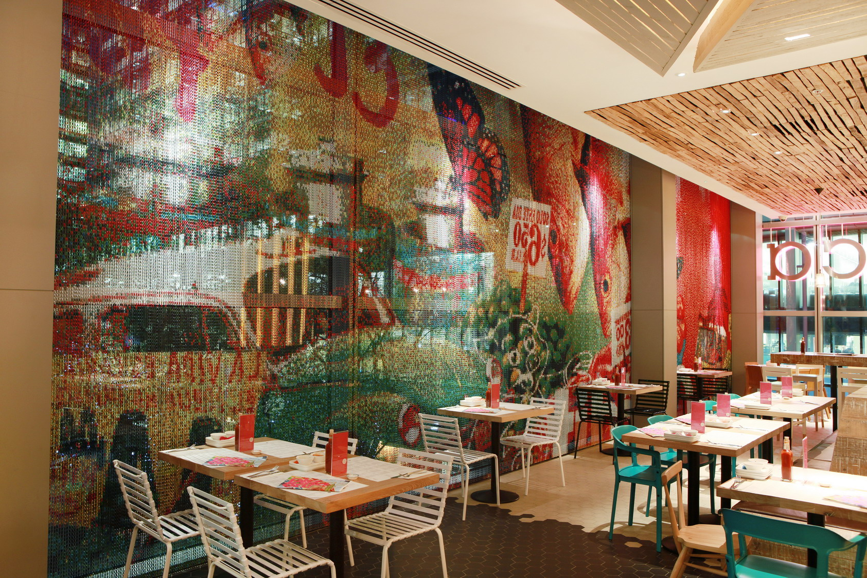 Interior of the new branch of Wahaca in Canary Wharf. 12/11/09©Alex Maguire.
