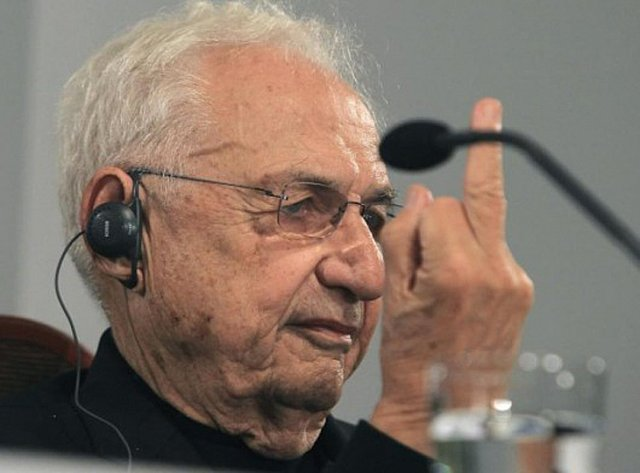 54495d93e58ece999700023e_frank-gehry-claims-today-s-architecture-is-mostly-pure-shit-_1-530x392.jpg