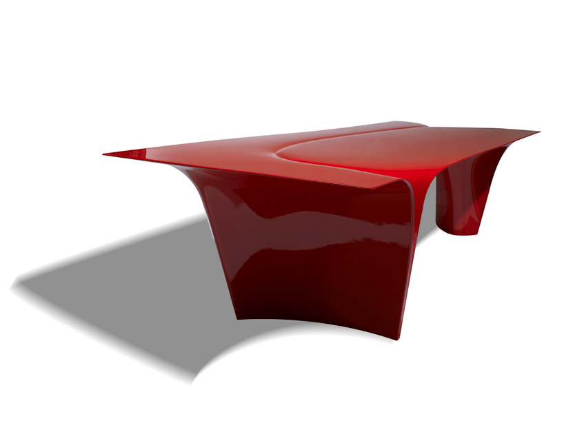 zaha-hadid-sawaya-moroni-mew-table-designboom-05