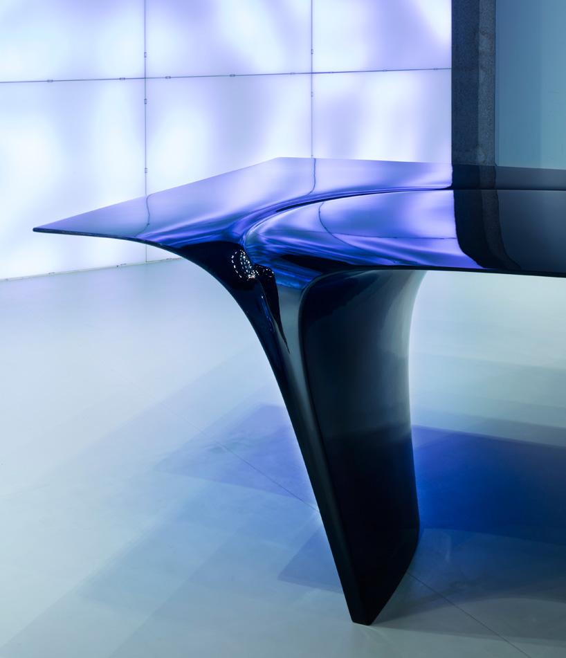 zaha-hadid-sawaya-moroni-mew-table-designboom-07