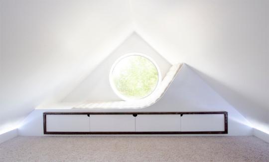 Minimalist-attic-window-reading-nook-byStudio-North-540x325