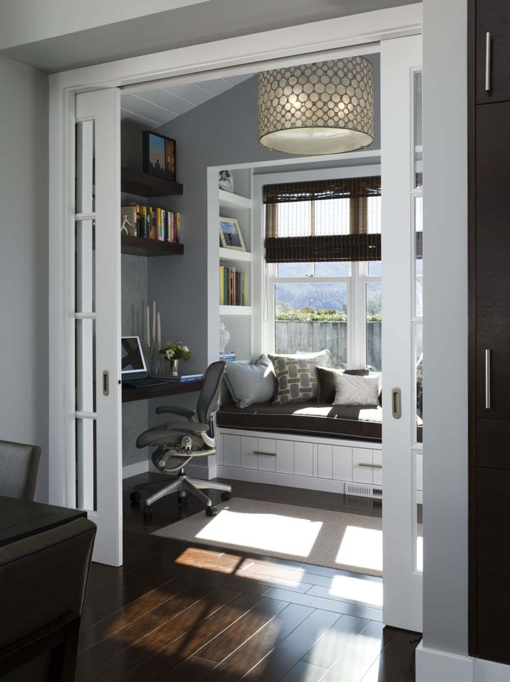 Top-27-Cozy-Reading-Nooks-That-Will-Inspire-You-To-Design-One-Yourself-In-Your-Home-homesthetics-12