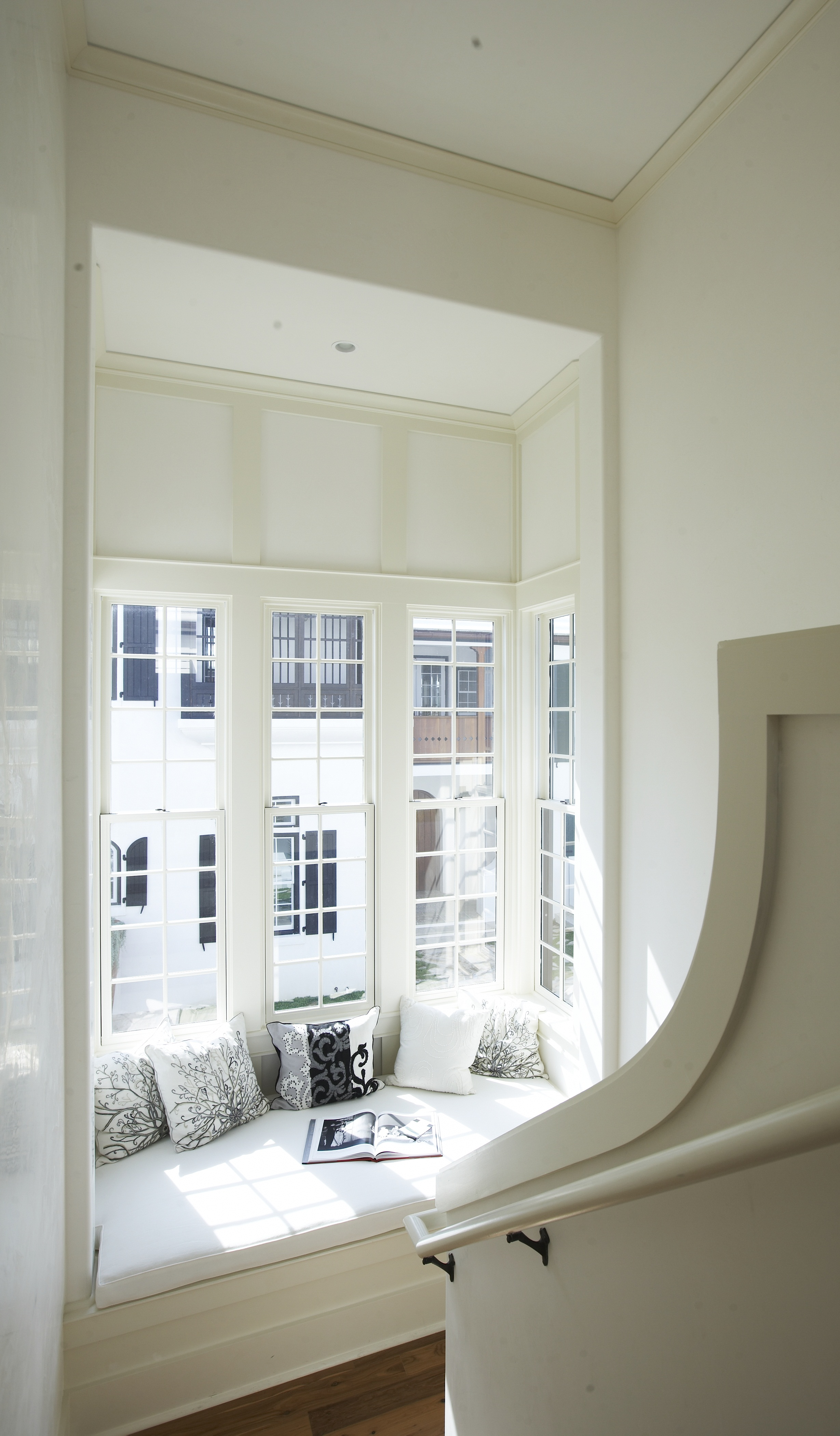 Top-27-Cozy-Reading-Nooks-That-Will-Inspire-You-To-Design-One-Yourself-In-Your-Home-homesthetics-6