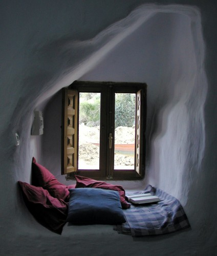 Top-27-Cozy-Reading-Nooks-That-Will-Inspire-You-To-Design-One-Yourself-In-Your-Home-homesthetics-8