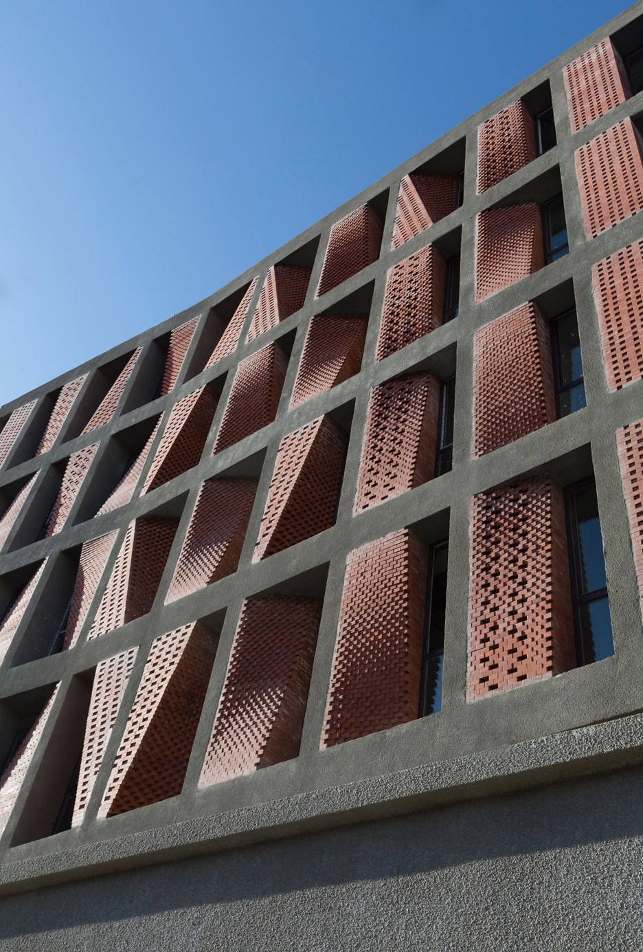 kahrizak-residential-building-caat-studio-tehran-iran-parham-taghioff_dezeen_936_1