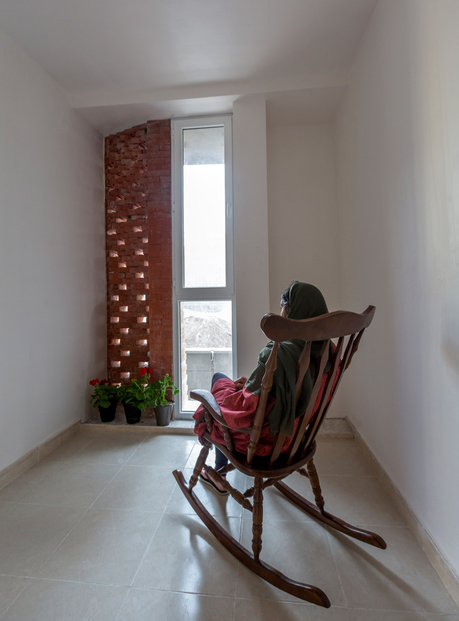 kahrizak-residential-building-caat-studio-tehran-iran-parham-taghioff_dezeen_936_11