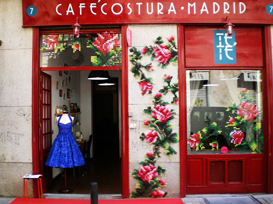 floral-cross-stitch-street-installations-raquel-rodrigo-2