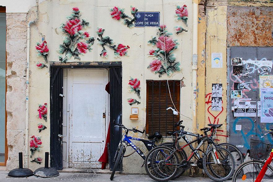 floral-cross-stitch-street-installations-raquel-rodrigo-7