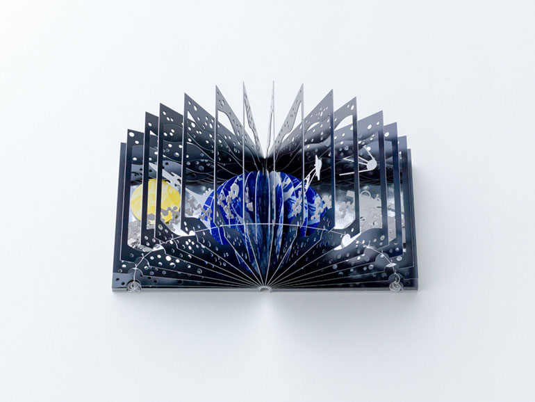 360-degree-book-earth-moon-2